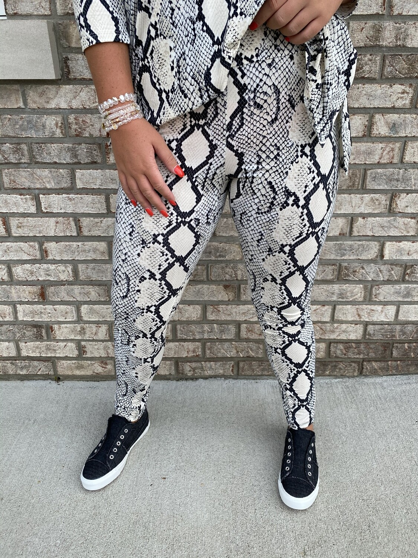 Eesome Snake Print High Waist Leggings