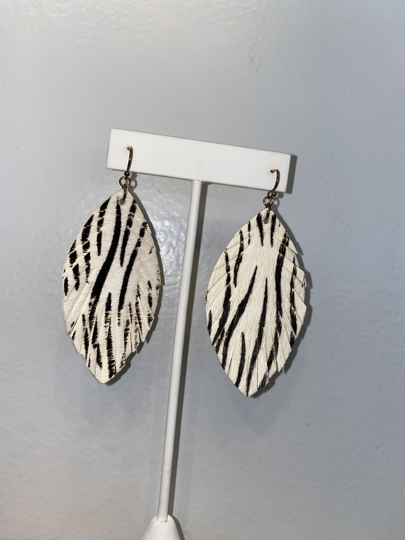 Pomina Animal Leather Leaf Earrings