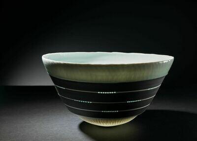 Gefäßform, Einzelstück, Porzellan Höhe 21 cm, Durchm. 40 cm