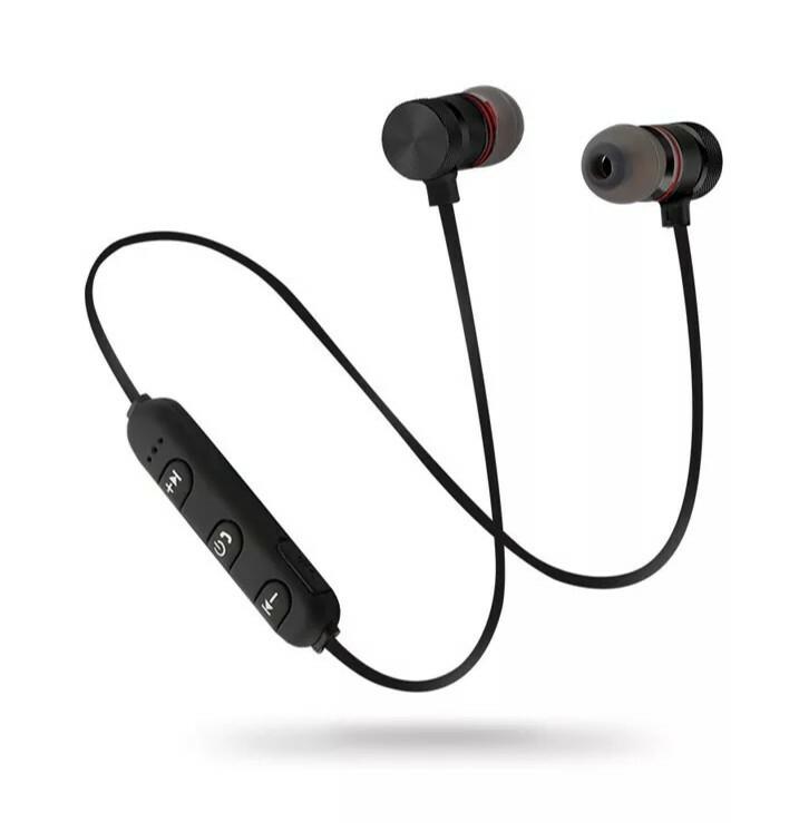 Cell World M5 Bluetooth  Sweatproof Magnetic super bass sports earphone
