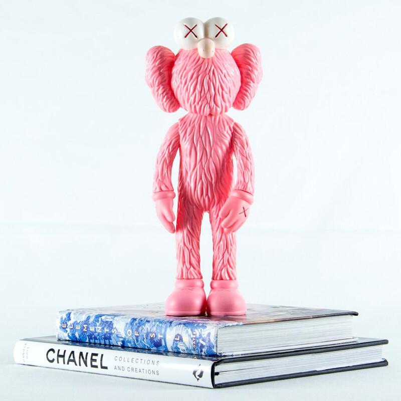 Muñeco Rosado Sculpture - Cool Ornaments