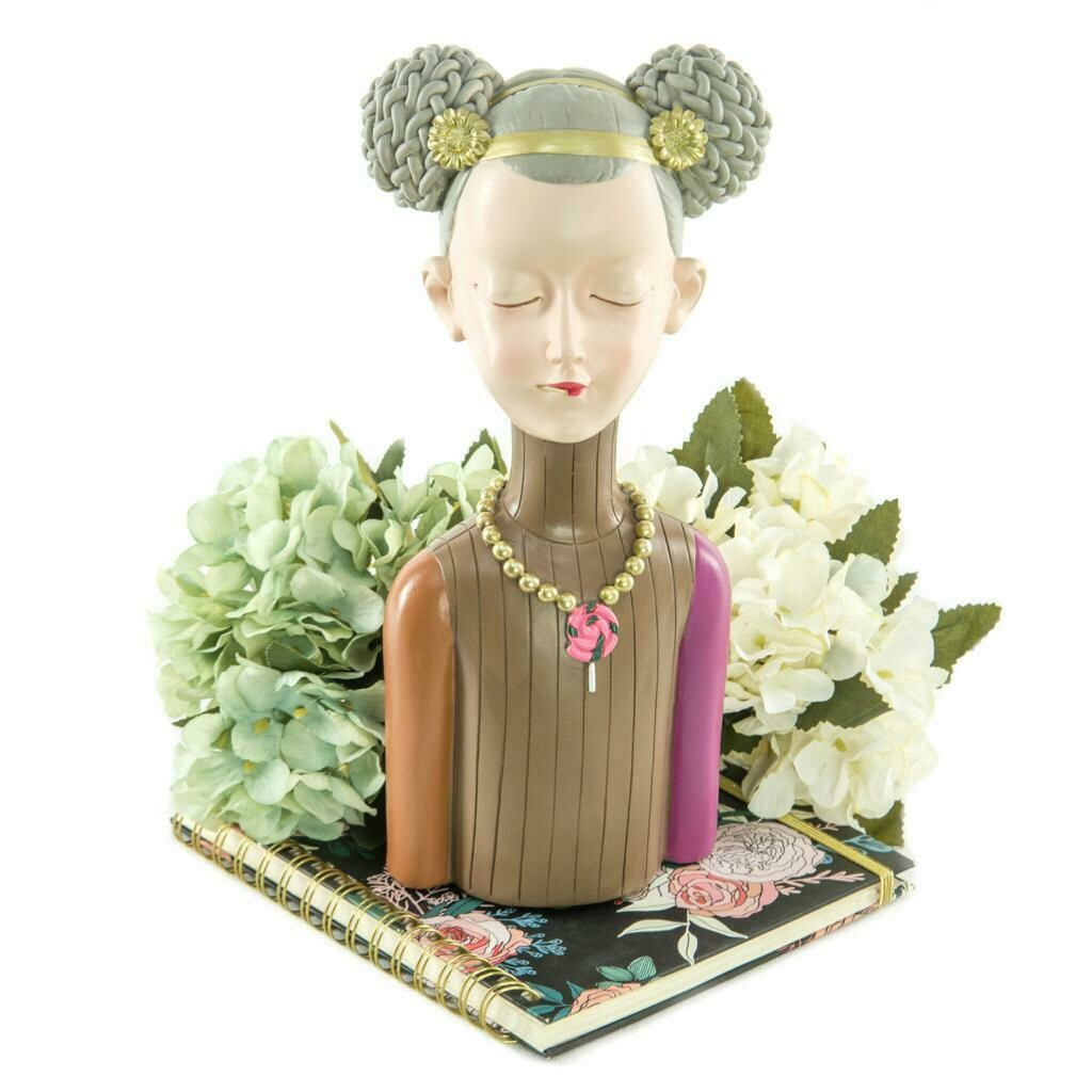 Necklace Girl Sculpture - Cool Ornaments