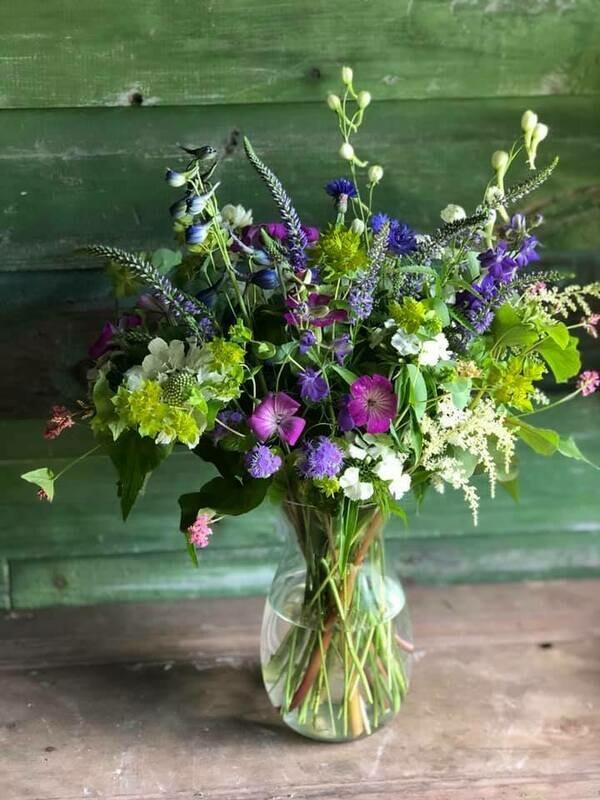 Fresh flower bouquet (Smaller)