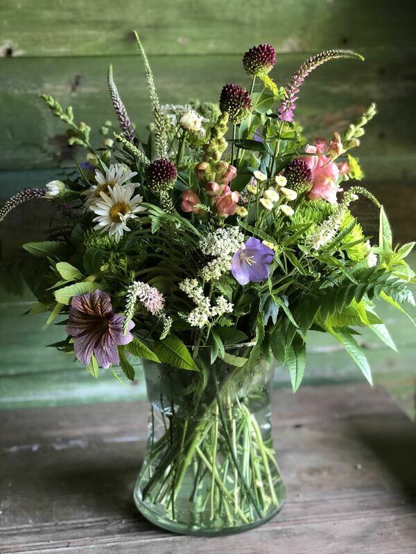 Fresh flower bouquet (Medium)