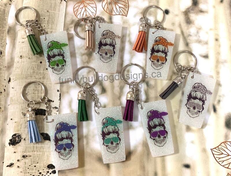 Resin Glitter Keychain - Mama Skull