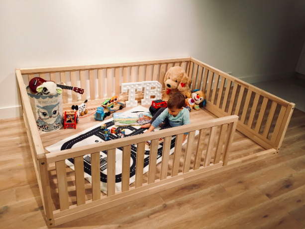Wooden Montessori Baby/Toddler Playpen come Bed