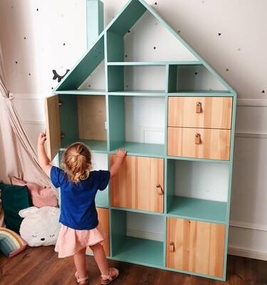 Villa: Dolls House/Storage unit