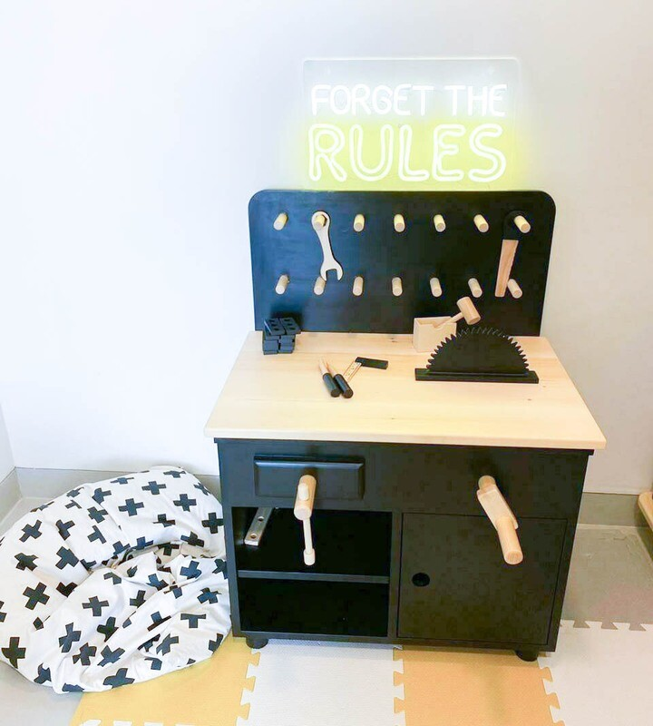 Wooden Role Play Workbench & Tools Set (More than 25 pieces)