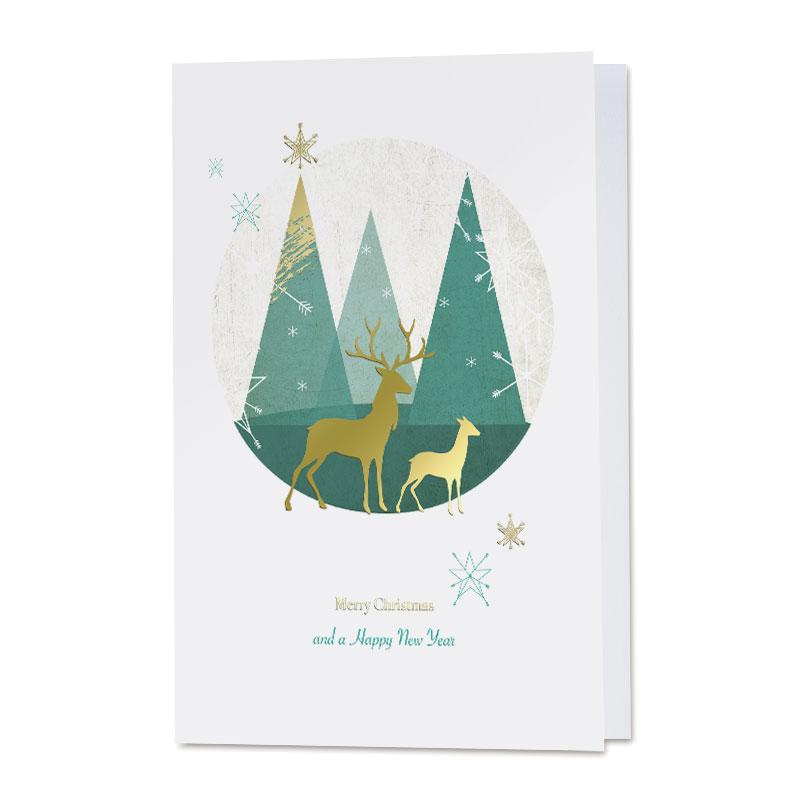 Nieuwjaarskaart met strake kerstbomen en rendieren in goudfolie
