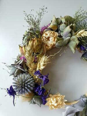 Dried flower mini wreath