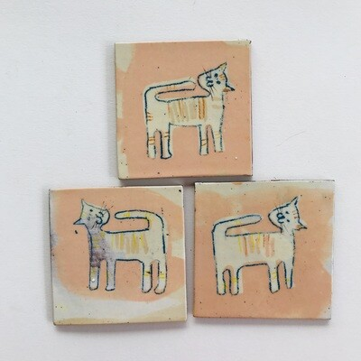 Happy mixed cats, pinky buff coloured small tile - 80mm x 65 ish mm