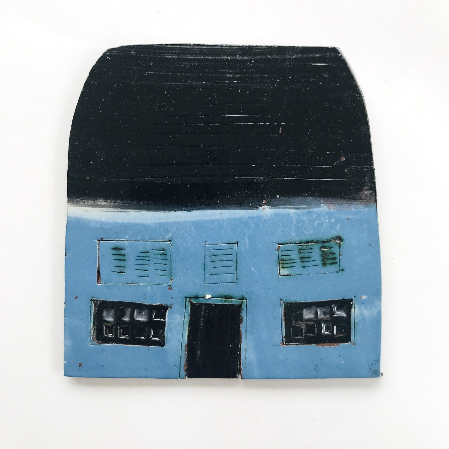 Blue barn with blue shutters.  Measurements from left to right 110 x 116mm x 4mm, 1 piece
