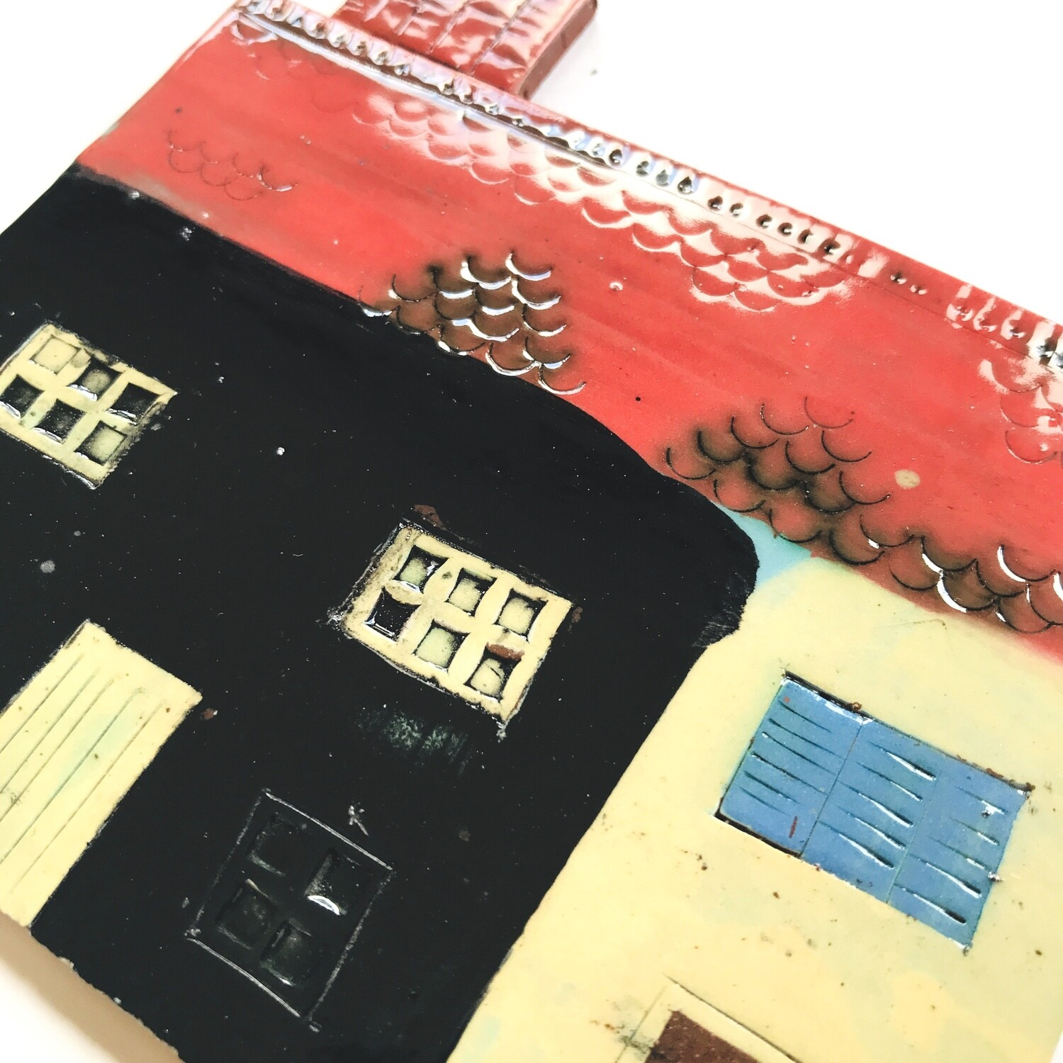 Grand house and side barn with bright red roof and chimney!  Measurements from left to right 130 x 120mm x 4mm, 2 pieces
