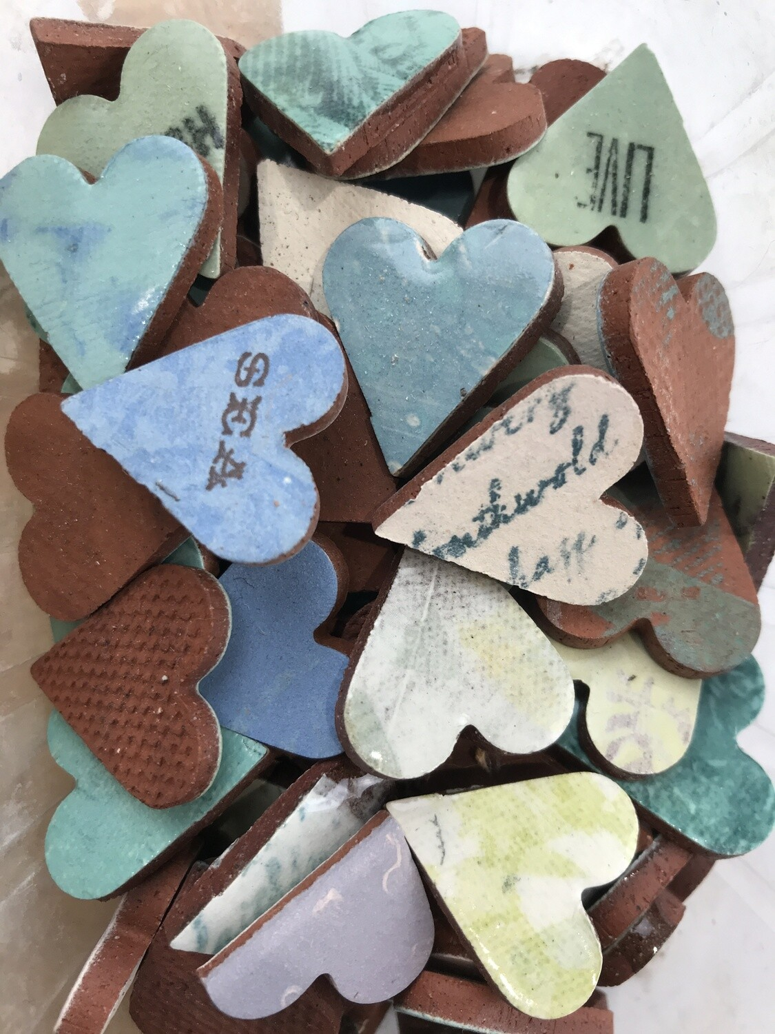 Hearts 100g, some have words, most are glazed. 20mm x 25 x 4mm. various colours. approx 25  pieces. 8 lots.