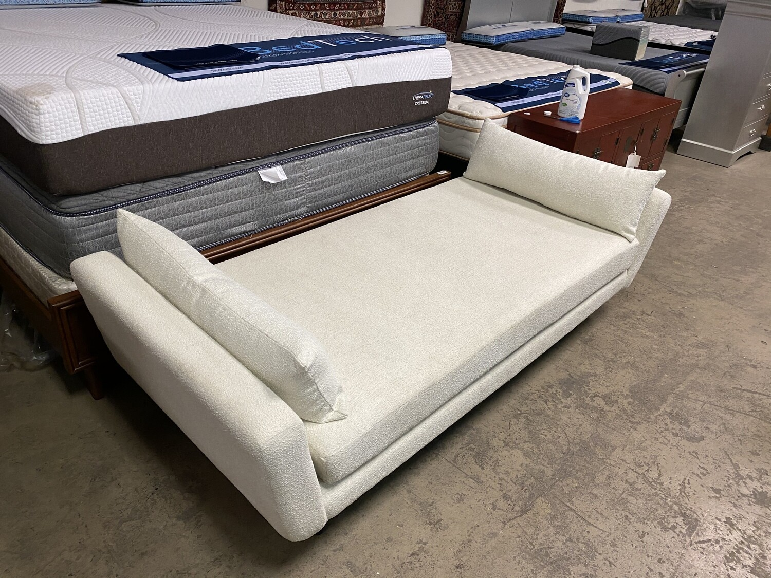 JB Hughes Daybed (Tussah Blizzard) 2136(Minor Damage)