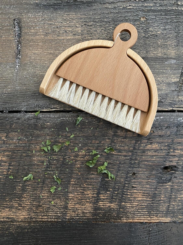 Iris Table Brush