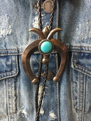 AAC - Silver colored horseshoe necklace/bolo tie