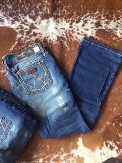 AAC - Wrangler Women's Retro Plus Boot Cut Jeans