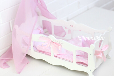 Кроватка белая для кукол до 45 см, с постельным бельем в комплекте, украшена стразами и атласными бантами