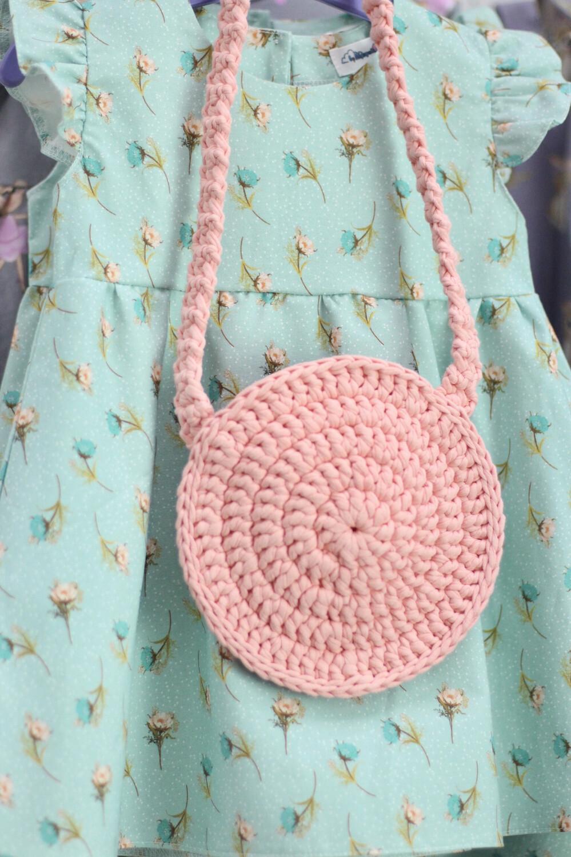 Плетеная детская сумочка ручной работы, цвет светло-коралловый