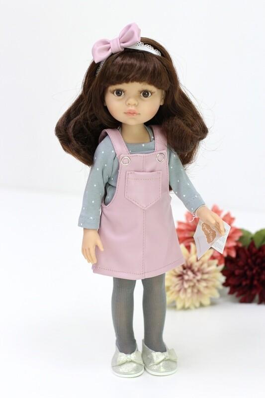 Кукла Кэрол с челкой и карими глазами, в стильном сарафане (Паола Рейна), 34 см