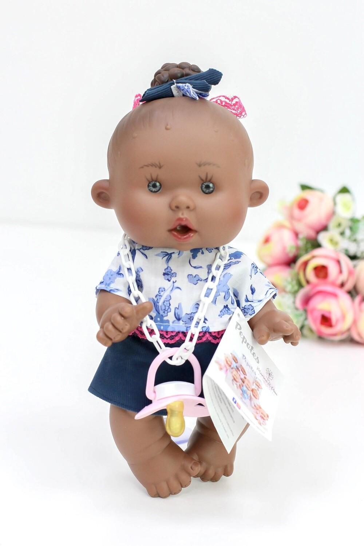 Ванильный пупс Nines d'Onil Девочка с пучком - мулатка - 26 см
