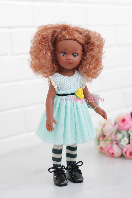 Кукла Нора карамелька с кудряшками в платье Паола Рейна (Paola Reina), 34 см