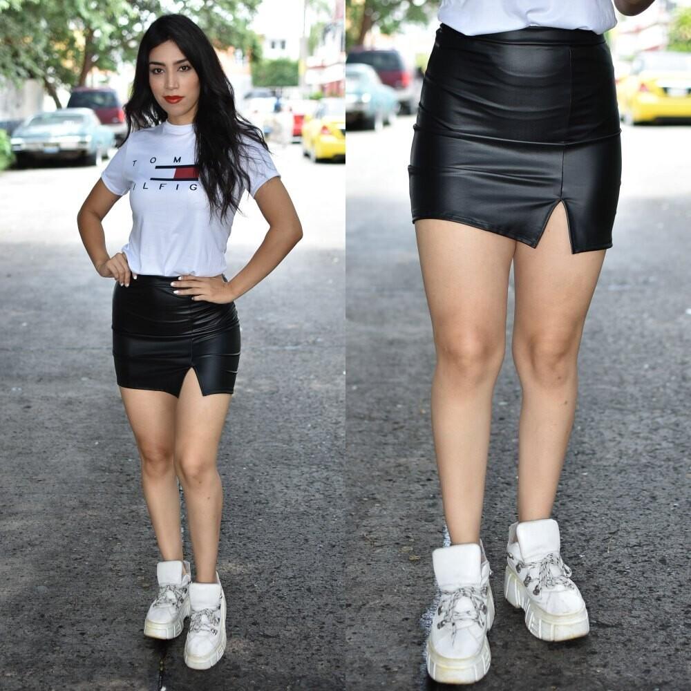 Mini falda  Negra vinipiel modelo 01600