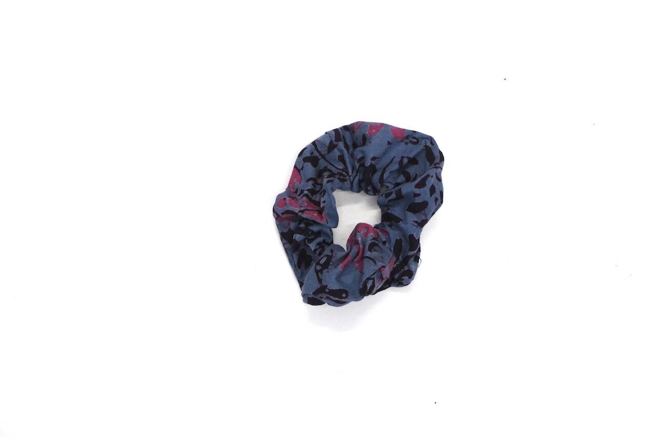 Batik Scrunchie - Grey/Pink