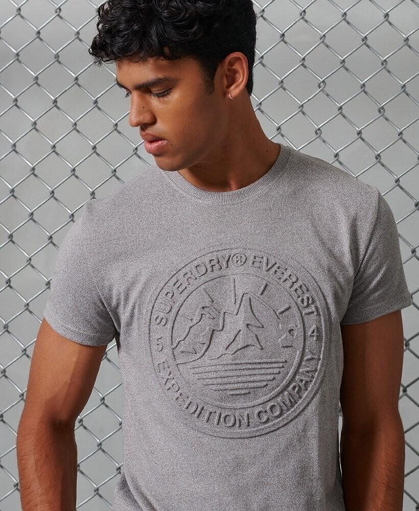 Camiseta everest con logo relieve