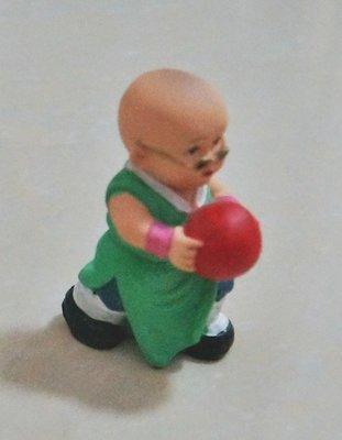 монах с шаром в руках