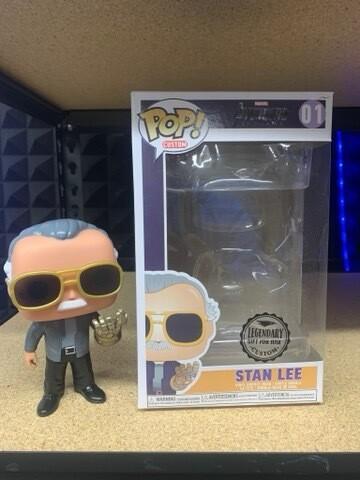 Custom Stan lee With Infinity Gauntlet