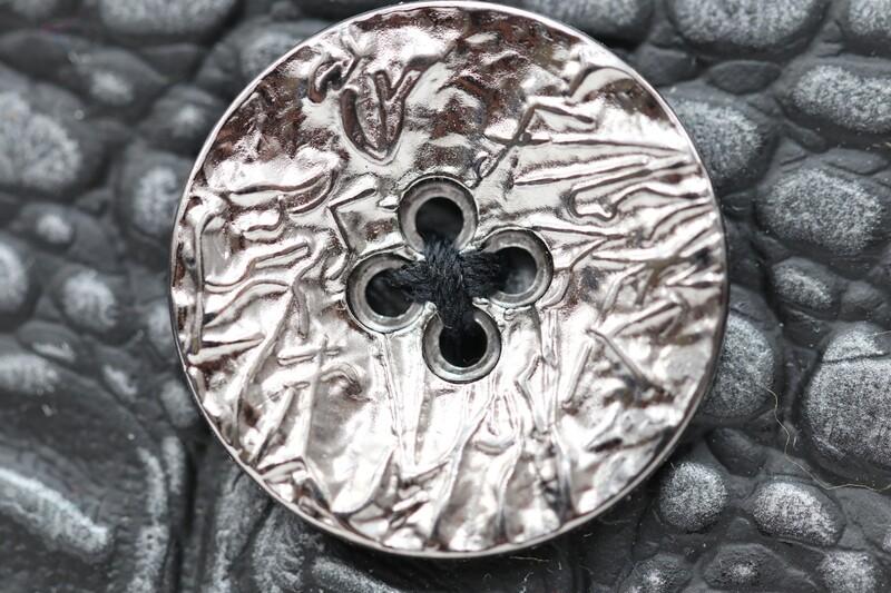 edler Metallknopf