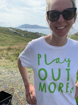 WHITE Play Out More T-shirt