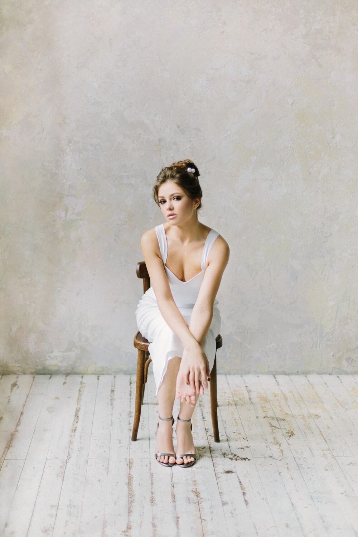 Платье-футляр Elena