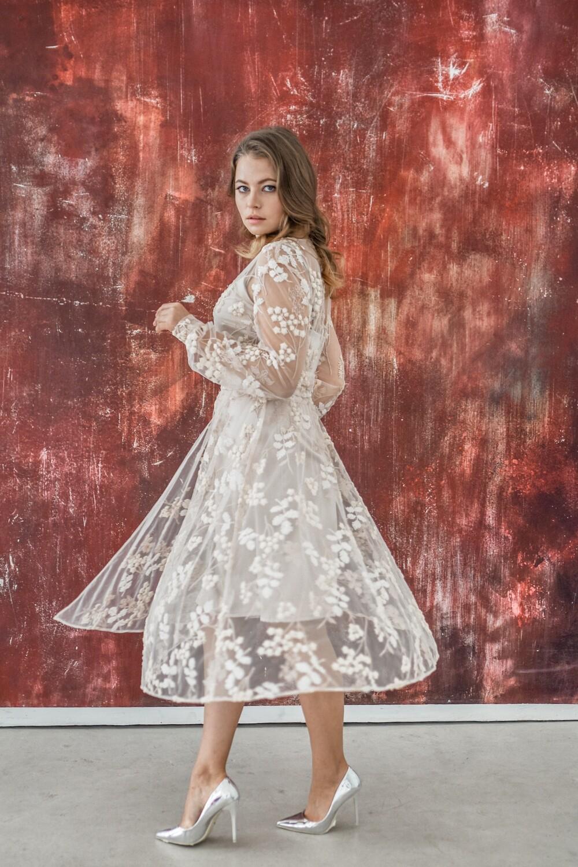 Платье на запах с вышивкой Omelia