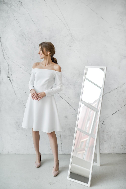 Платье с открытыми плечами Yves