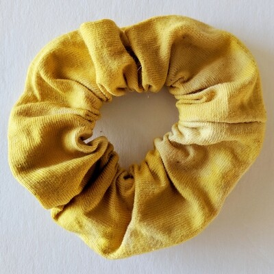 SCRUNCHIE - HAND-DYED + NATURAL DYE - YELLOW