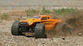 1/18 Ruckus 4WD Monster Truck RTR, Orange/Yellow (ECX01000T2)