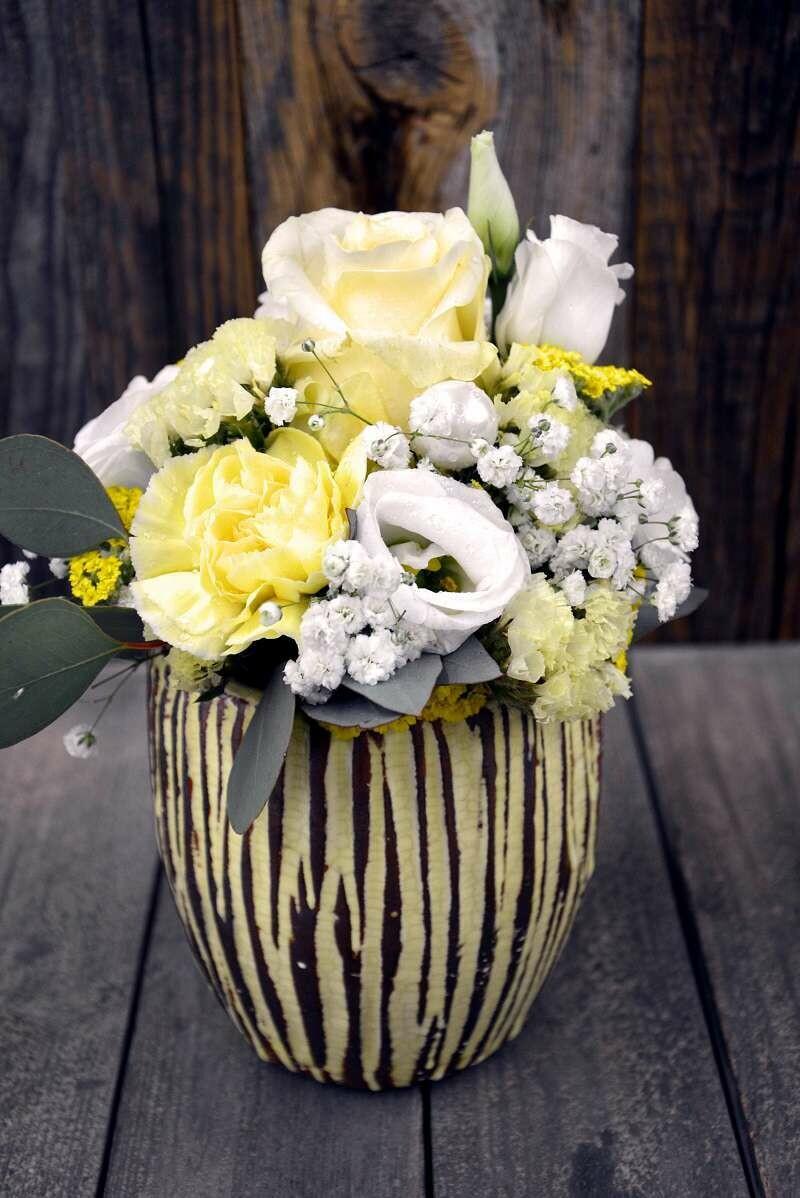 Blumengesteck gelb & weiss