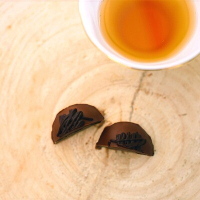 Trufa de Chocolate Amargo com Recheio de Mousse de Maracujá