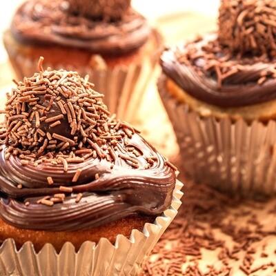Cupcake de Baunilha com Brigadeiro