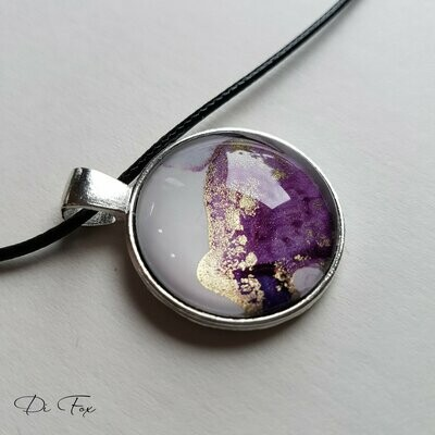 Violet Pink Gold and White round shape pendant necklace
