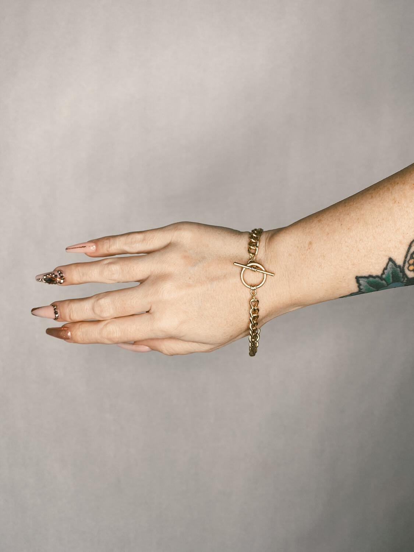 Gold Toggle Chain Bracelet