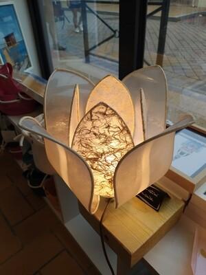 Lampe nénuphar sur socle bois massif