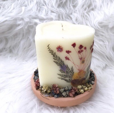 Dried Flowers Heart Candle