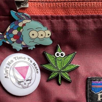 Best Buds Greetings   Enamel Logo Pin