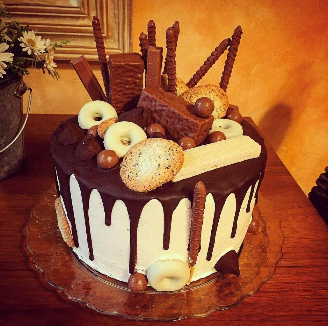 Pastís drip cake