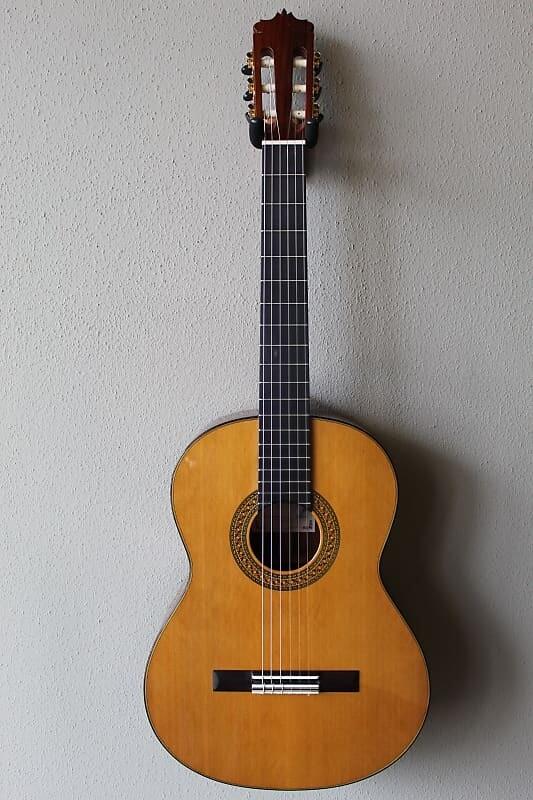 Francisco Navarro Cedar Top Concert Classical Guitar