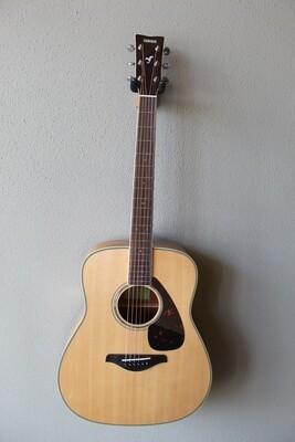 Yamaha FG840 Dreadnought Acoustic Guitar with Gig Bag